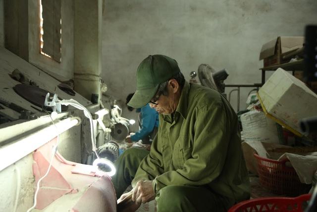 Hà Nội: Thu tiền triệu từ chế tác sừng trâu ngày giáp Tết Tân Sửu - 4