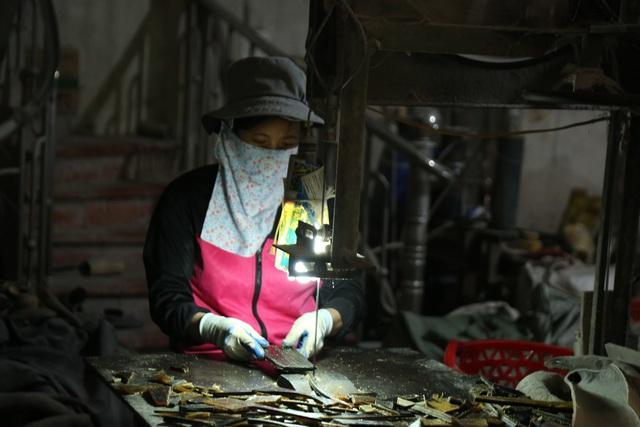 Hà Nội: Thu tiền triệu từ chế tác sừng trâu ngày giáp Tết Tân Sửu - 2
