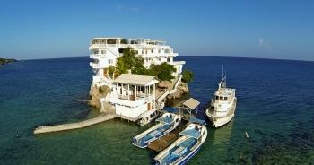 Đại gia xây biệt thự xa hoa triệu USD giữa biển, có cả bãi đỗ trực thăng