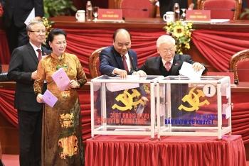 Các đại biểu bỏ phiếu bầu Ban Chấp hành Trung ương khóa XIII