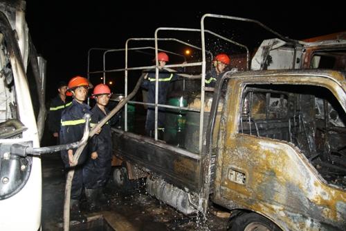 Bốn ô tô bốc cháy tại cây xăng