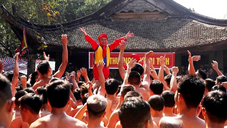 hang nghin nguoi no nuc du hoi ruoc phao lang dong ky