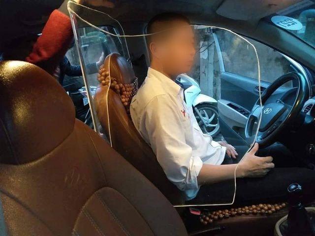 cuc dang kiem noi gi ve viec xe taxi lap khoang chan bao ve tai xe