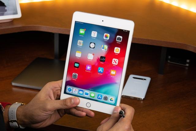 Vì sao Apple chưa ra mắt iPhone màn hình gập? - 2