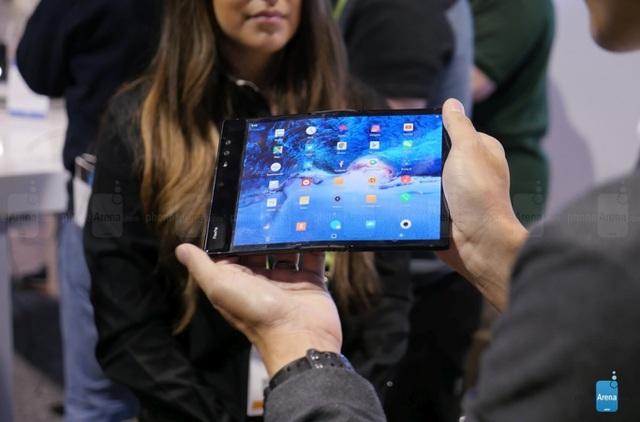 Vì sao Apple chưa ra mắt iPhone màn hình gập? - 1