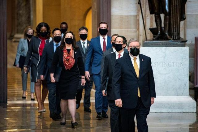 Thượng viện Mỹ nhất trí luận tội ông Trump sau video tập hợp bằng chứng - 1
