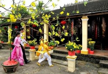 Mùng một Tết cha, mùng hai Tết mẹ, mùng ba Tết thầy: Điều kỳ diệu của Tết Việt