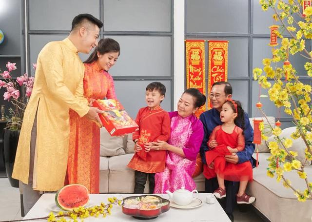 Mùng một Tết cha, mùng 2 Tết mẹ, mùng 3 Tết thầy: Điều kỳ diệu của Tết Việt - 1