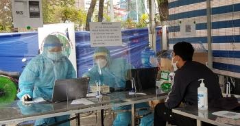 Tiềm ẩn nguy cơ lây nhiễm chéo, hối thúc khai báo y tế điện tử