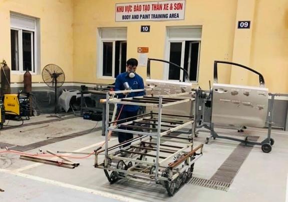 Thần tốc chế tạo robot phục vụ phòng chống đại dịch COVID-19