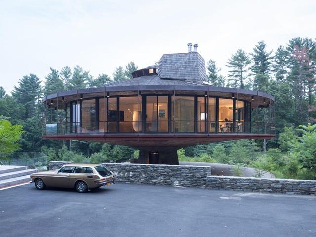 Nhà có thể xoay tròn 360 độ độc đáo giữa khung cảnh thiên nhiên yên bình