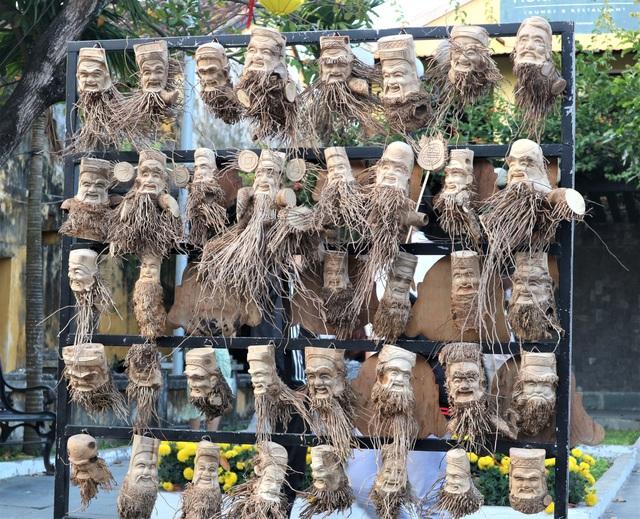 Độc đáo nghề tạc tượng từ gốc tre của nghệ nhân phố Hội - 2