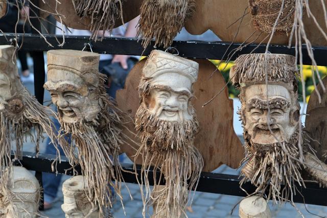 Độc đáo nghề tạc tượng từ gốc tre của nghệ nhân phố Hội - 3