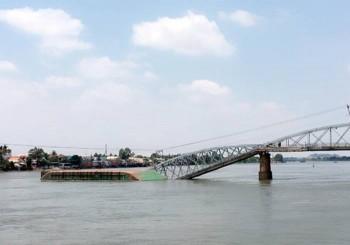 Đồng Nai: Sập cầu Ghềnh, nhiều người rơi xuống sông