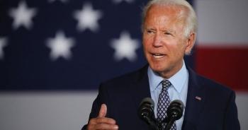"""Ông Biden """"giáng đòn"""" trừng phạt đầu tiên với Nga, Moscow giận dữ đáp trả"""