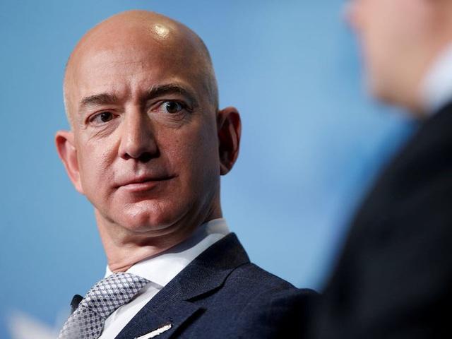 Mỹ đề xuất đánh thuế 5 tỷ USD/năm với người giàu nhất thế giới - 1