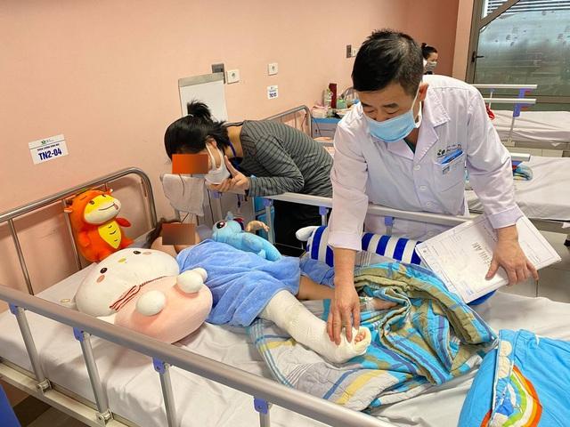 Bé gái ngã từ tầng 12A chung cư tại Hà Nội sắp được xuất viện - 3