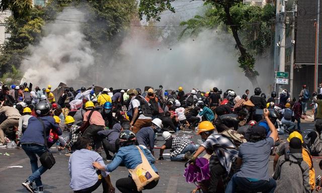 Mỹ giáng đòn trừng phạt Myanmar sau ngày biểu tình đẫm máu - 1