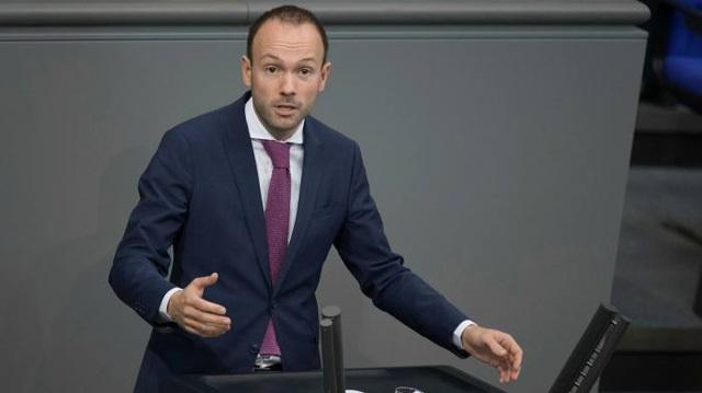 Nghị sĩ Đức mất chức vì bê bối mua bán khẩu trang Trung Quốc - 1