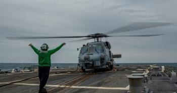 Mỹ điều chiến hạm đi qua eo biển Đài Loan