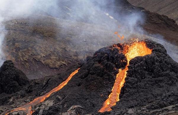 """Núi lửa Iceland """"tỉnh giấc"""" sau 6.000 năm, phun trào dữ dội"""