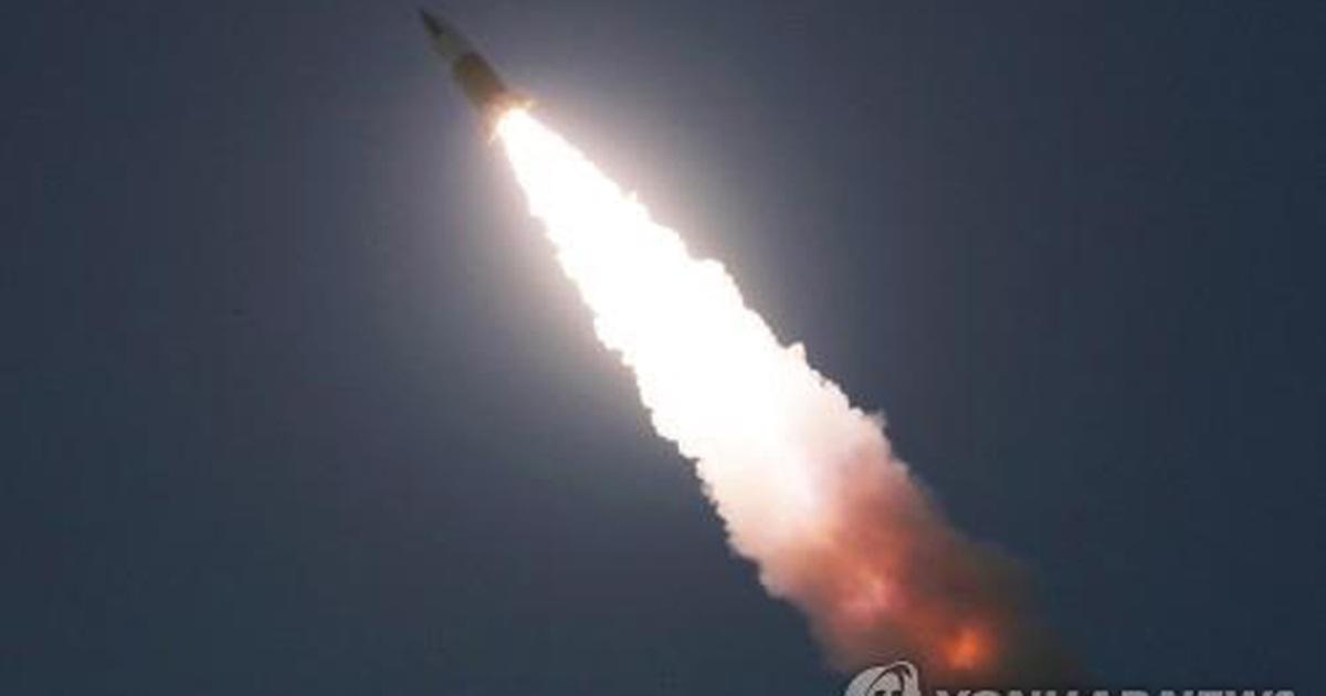 """Triều Tiên bị nghi phóng tên lửa đạn đạo, """"nắn gân"""" chính quyền Biden"""