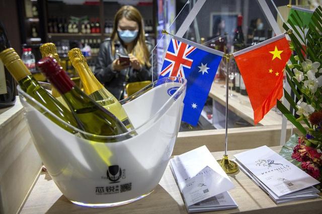 Australia nổi giận khi Trung Quốc áp thuế trên 200% lên rượu vang - 1