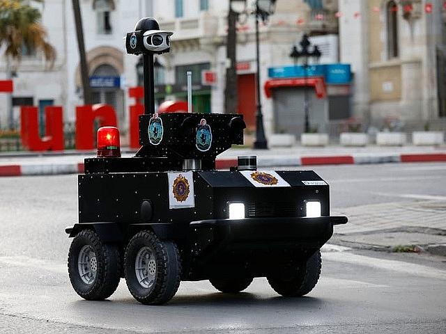 muc so thi robot tuan tra o tunisia