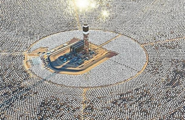 Khám phá nhà máy điện mặt trời trên sa mạc Mojave