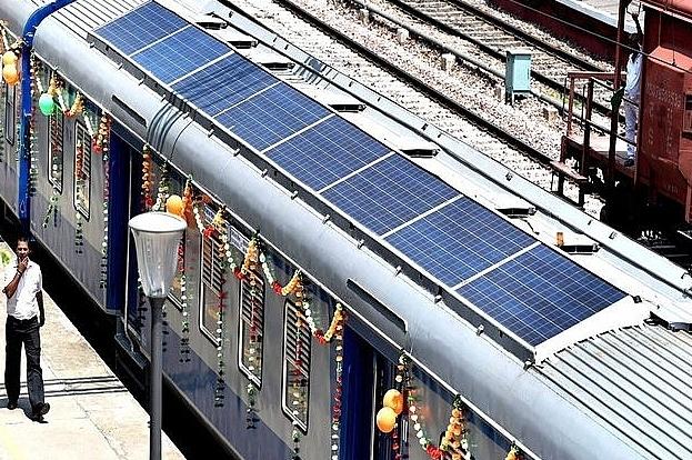 """Năng lượng mặt trời - Tương lai """"xanh"""" của ngành đường sắt"""