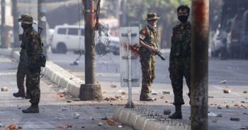 Myanmar trên bờ vực nội chiến, quân đội tuyên bố ngừng bắn