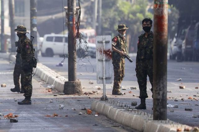 Myanmar trên bờ vực nội chiến, quân đội tuyên bố ngừng bắn - 1