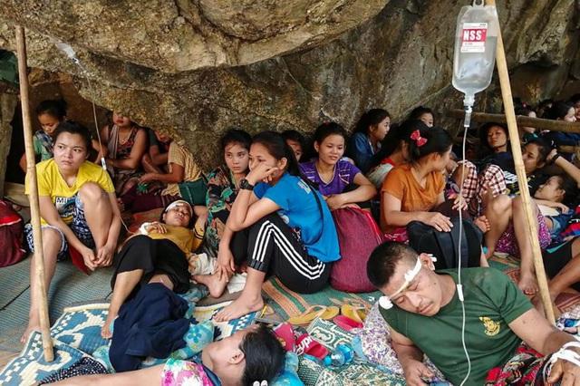 Thảm kịch người tị nạn chạy khỏi Myanmar: 8 bao gạo cho hơn 2.000 người - 2