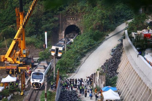 Một phút định mệnh trước thảm họa đường sắt Đài Loan làm 50 người chết - 1