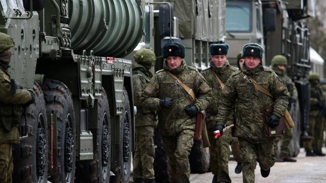 Mỹ cảnh báo Nga gánh hậu quả nếu động binh gần Ukraine - 1