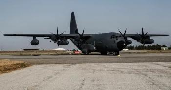 Nghi vấn 2 máy bay quân sự Mỹ xuất hiện ở Ukraine giữa lúc căng thẳng