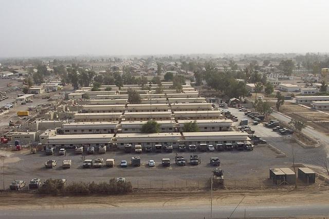 Máy bay không người lái ném thuốc nổ không kích căn cứ có quân Mỹ ở Iraq - 1