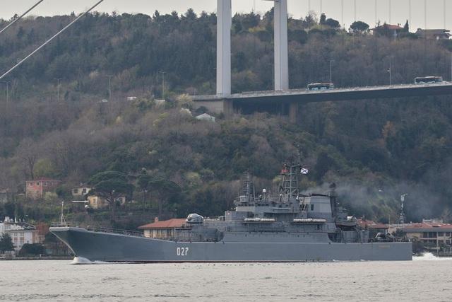 Nga điều thêm tàu chiến đến Biển Đen, Ukraine sẵn sàng chiến đấu - 1
