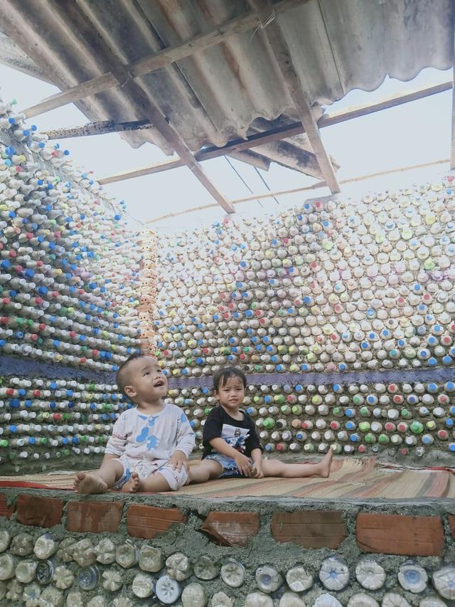 Chàng trai xây nhà từ 6000 chai nhựa trên đảo Bé Lý Sơn - 4