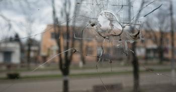 """Thị trấn nằm dưới """"họng súng"""" ở biên giới Ukraine"""