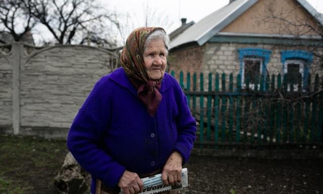 Thị trấn nằm dưới họng súng ở biên giới Ukraine - 2