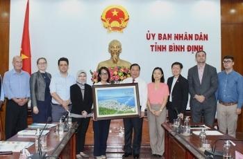 Lãnh đạo tỉnh Bình Định làm việc với đại diện báo chí nước ngoài