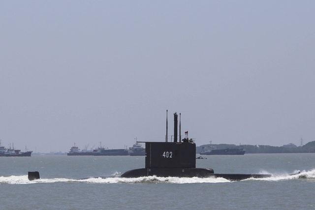 Mong manh cơ hội giải cứu 53 người trong tàu ngầm Indonesia mất tích - 1