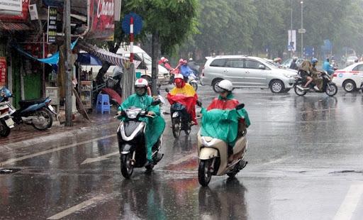 Trung Bộ tiếp tục nắng nóng, Bắc Bộ mưa lớn nhiều nơi