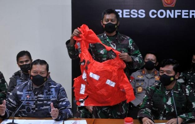 Thủy thủ tàu ngầm Indonesia có thể đã tìm cách thoát ra ngoài