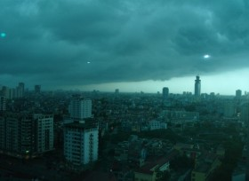 Cảnh báo gió lốc, mưa đá ở Hà Nội chiều nay