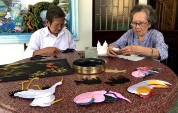 Hơn 60 năm giữ nghề tranh gói vải