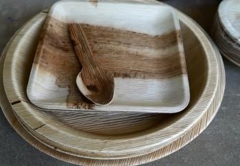 Làm chén, đĩa từ mo cau