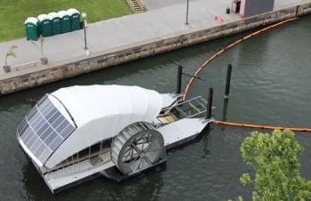 Thiết bị thu gom rác chạy bằng năng lượng mặt trời