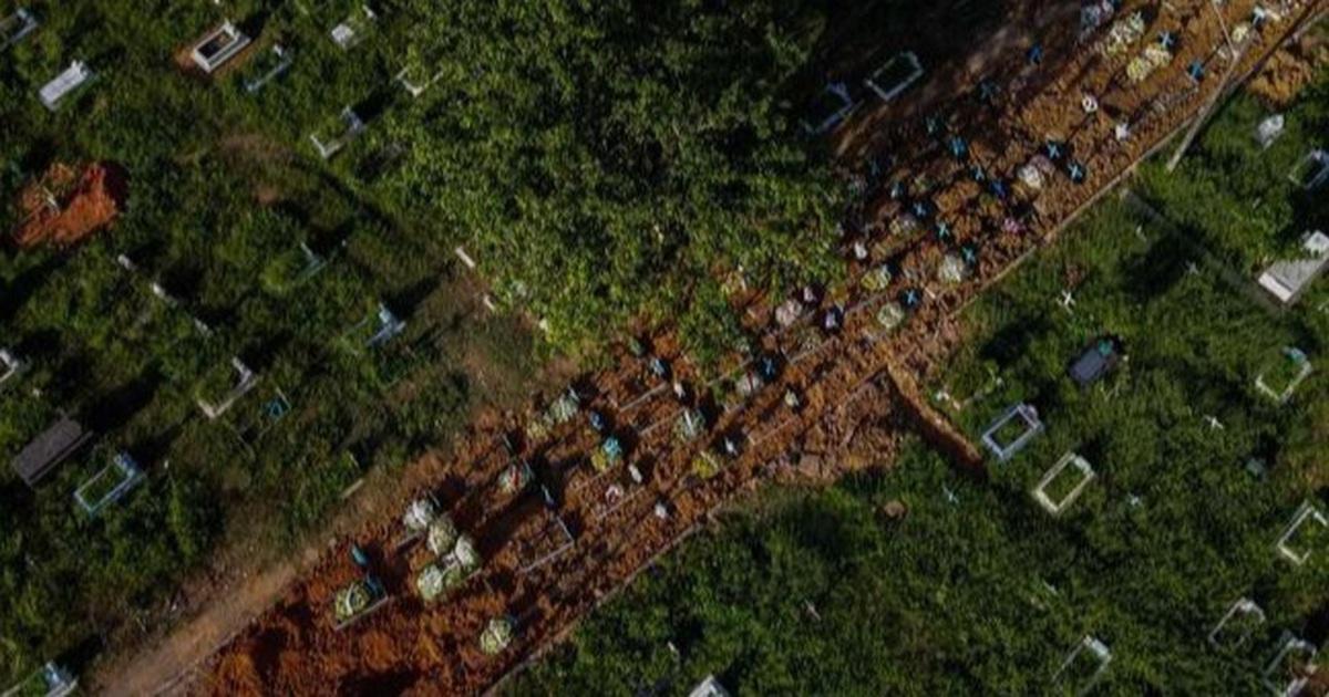 Hết đất an táng, nghĩa trang Brazil đào đường chôn nạn nhân Covid-19